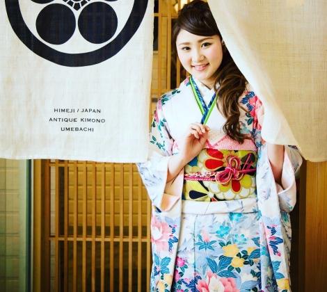 ismの姉妹店ANTIQUE KIMONO梅鉢の振袖のご紹介♪